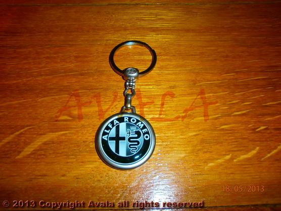 """Privezak za ključeve """"Alfa Romeo"""" (crno-beli) sa natpisom *0902650*"""