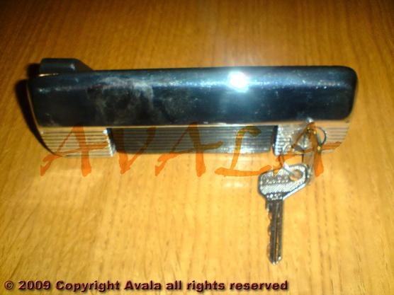 Brava (kvaka) vrata desna niklovana sa crnom ručkom *0304429*