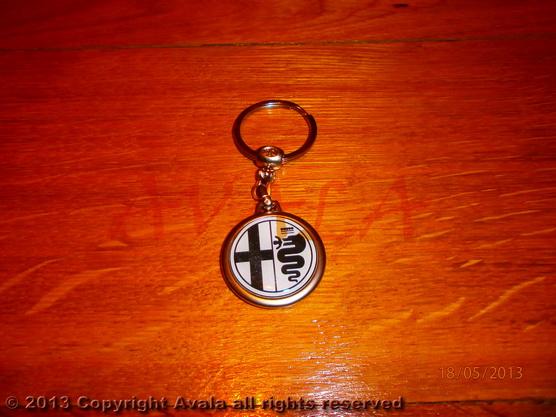 """Privezak za ključeve """"Alfa Romeo"""" (crno-beli) bez natpisa *0902642*"""
