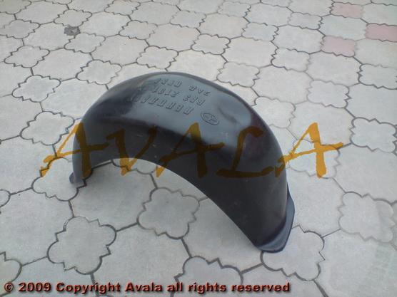 Podkrilo zadnje desno plastično *1004390*
