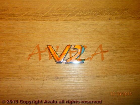 "Auto oznaka ""V2"" bočna *1404055*"